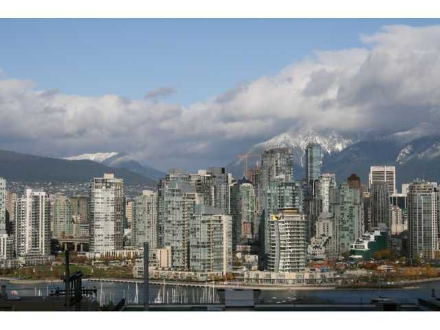 """Main Photo: 607 1068 W BROADWAY in Vancouver: Fairview VW Condo for sale in """"THE ZONE"""" (Vancouver West)  : MLS®# V861214"""