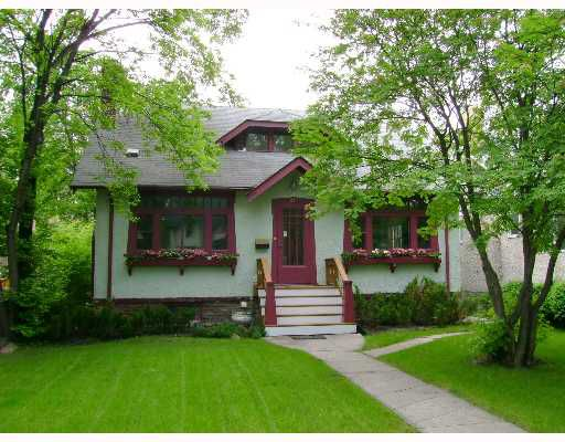 Main Photo: 247 OAK Street in WINNIPEG: River Heights / Tuxedo / Linden Woods Single Family Detached for sale (South Winnipeg)  : MLS®# 2709344