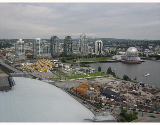 """Main Photo: 2109 111 W GEORGIA Street in Vancouver: Downtown VW Condo for sale in """"SPECTRUM I"""" (Vancouver West)  : MLS®# V765806"""