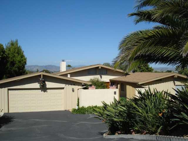 Main Photo: SOUTHWEST ESCONDIDO House for sale : 3 bedrooms : 3158 Via Loma Vista in Escondido