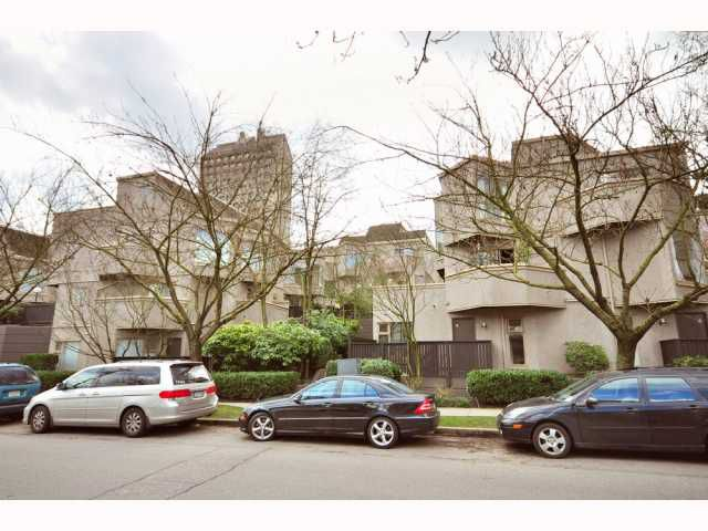 """Main Photo: 13 870 W 7TH Avenue in Vancouver: Fairview VW Townhouse for sale in """"Laurel Court"""" (Vancouver West)  : MLS®# V813789"""