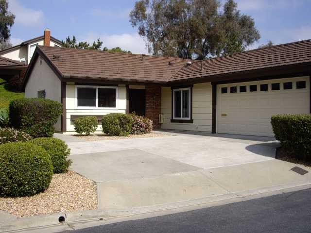 Main Photo: LAKE SAN MARCOS House for sale : 2 bedrooms : 1118 Calle De Los Serranos in San Marcos