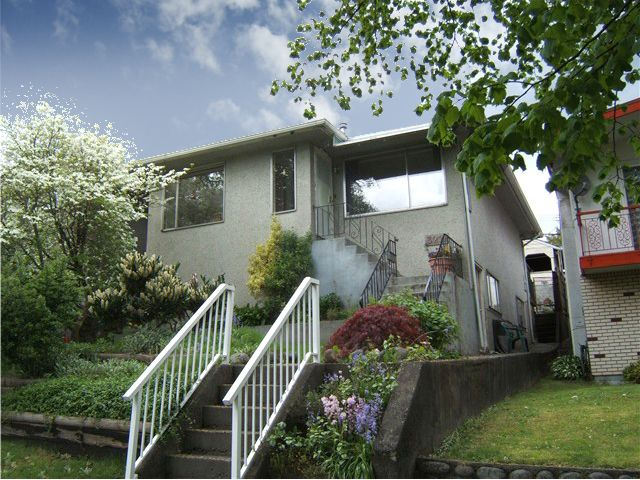 "Main Photo: 3211 E 8TH Avenue in Vancouver: Renfrew VE House for sale in ""RENFREW"" (Vancouver East)  : MLS®# V827137"