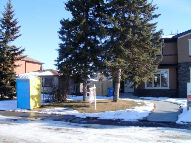 Main Photo: 4642 81 Street NW in CALGARY: Bowness Residential Attached for sale (Calgary)  : MLS®# C3460465