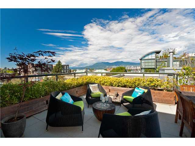 "Main Photo: 407 1450 W 6TH Avenue in Vancouver: Fairview VW Condo for sale in ""VERONA OF PORTICO"" (Vancouver West)  : MLS®# V849681"