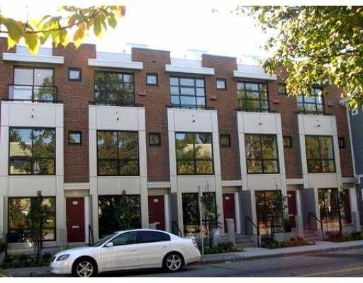 """Main Photo: 686 W 16TH Avenue in Vancouver: Cambie Townhouse for sale in """"HEATHERVIEW"""" (Vancouver West)  : MLS®# V803473"""