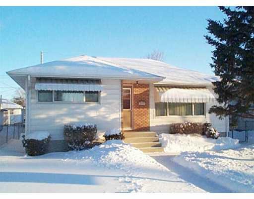 Main Photo: 609 DALLENLEA Avenue in WINNIPEG: East Kildonan Single Family Detached for sale (North East Winnipeg)  : MLS®# 2400031