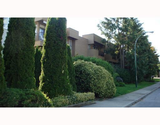 Main Photo: 105 1450 LABURNUM Street in Vancouver: Kitsilano Condo for sale (Vancouver West)  : MLS®# V783691