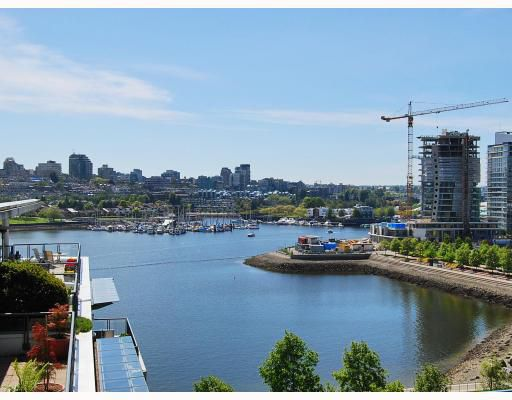 "Main Photo: 1001 1383 MARINASIDE Crescent in Vancouver: False Creek North Condo for sale in ""COLUMBUS"" (Vancouver West)  : MLS®# V769399"