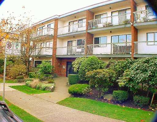 "Main Photo: 215 1950 W 8TH Avenue in Vancouver: Kitsilano Condo for sale in ""MARQUIS MANOR"" (Vancouver West)  : MLS®# V771455"