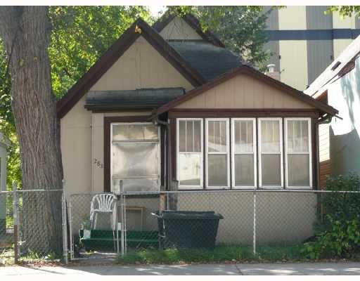 Main Photo: 282 SELKIRK Avenue in WINNIPEG: North End Residential for sale (North West Winnipeg)  : MLS®# 2818177