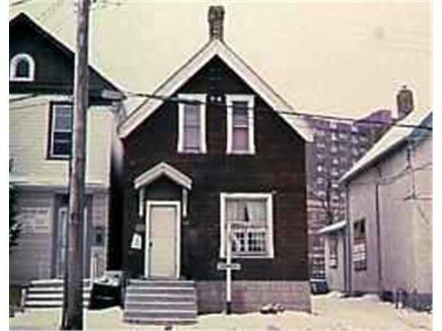 Main Photo: 581 BALMORAL Street in WINNIPEG: Central Winnipeg Residential for sale : MLS®# 9803450