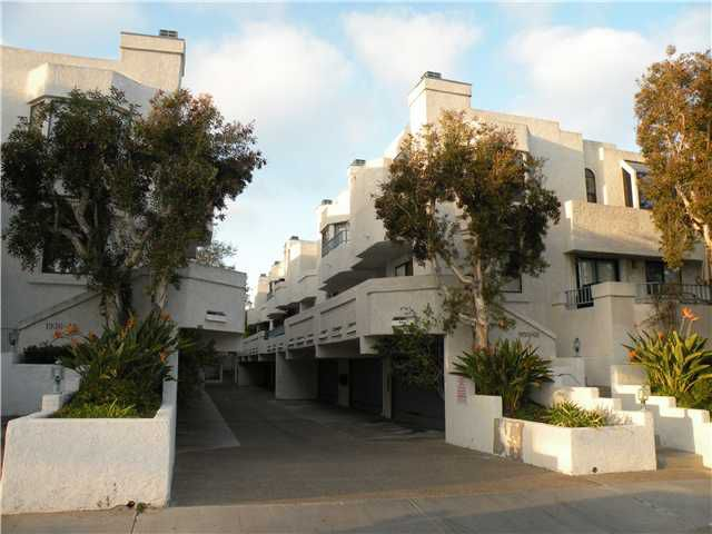 Main Photo: PACIFIC BEACH Condo for sale : 2 bedrooms : 1962 Missouri
