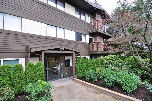"""Main Photo: 303 325 W 3RD Street in North Vancouver: Lower Lonsdale Condo for sale in """"HARBOUR VIEW"""" : MLS®# V861461"""