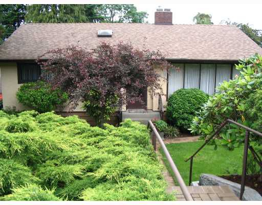Main Photo: 3913 NITHSDALE Street in Burnaby: Burnaby Hospital House for sale (Burnaby South)  : MLS®# V718649