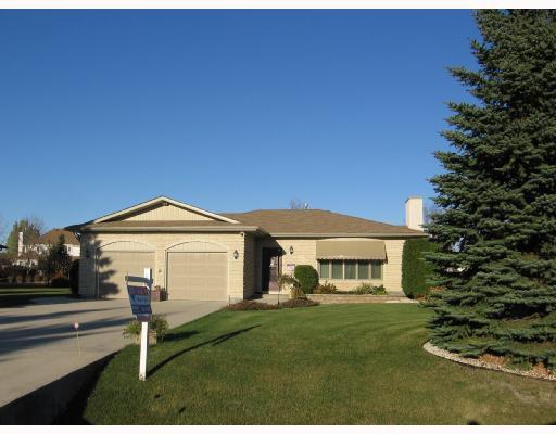 Main Photo: 880 APPLECROSS Drive in ESTPAUL: Birdshill Area Residential for sale (North East Winnipeg)  : MLS®# 2820479