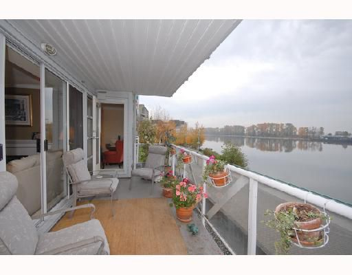 """Main Photo: 210 2020 E KENT SOUTH Avenue in Vancouver: Fraserview VE Condo for sale in """"TUGBOAT LANDING"""" (Vancouver East)  : MLS®# V741955"""