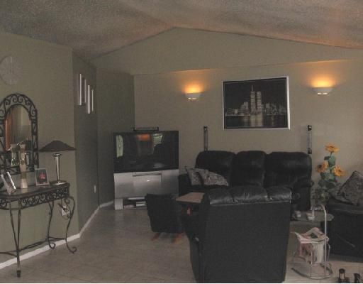 Photo 3: Photos: 5455 47TH Street in Fort_Nelson: Fort Nelson -Town House for sale (Fort Nelson (Zone 64))  : MLS®# N185454