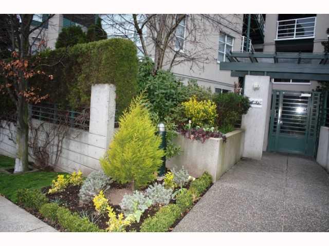 """Main Photo: 301 2525 W 4TH Avenue in Vancouver: Kitsilano Condo for sale in """"SEAGATE"""" (Vancouver West)  : MLS®# V814564"""