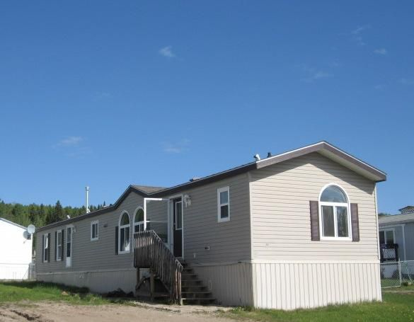 """Main Photo: 71 5701 AIRPORT Drive in Fort Nelson: Fort Nelson -Town Manufactured Home for sale in """"SOUTHRIDGE MOBILE HOME PARK"""" (Fort Nelson (Zone 64))  : MLS®# N202027"""