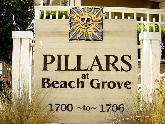 "Main Photo: 107 1702 56TH Street in Tsawwassen: Beach Grove Townhouse for sale in ""THE PILLARS"" : MLS®# V861870"