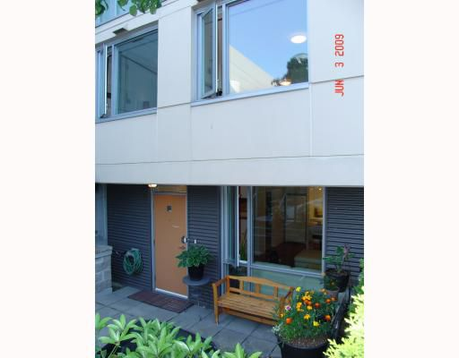 """Main Photo: 2727 PRINCE EDWARD Street in Vancouver: Mount Pleasant VE Townhouse for sale in """"THE UNO"""" (Vancouver East)  : MLS®# V769533"""