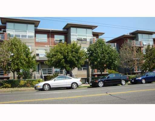 "Main Photo: 302 3161 W 4TH Avenue in Vancouver: Kitsilano Condo for sale in ""BRIDGEWATER"" (Vancouver West)  : MLS®# V780181"