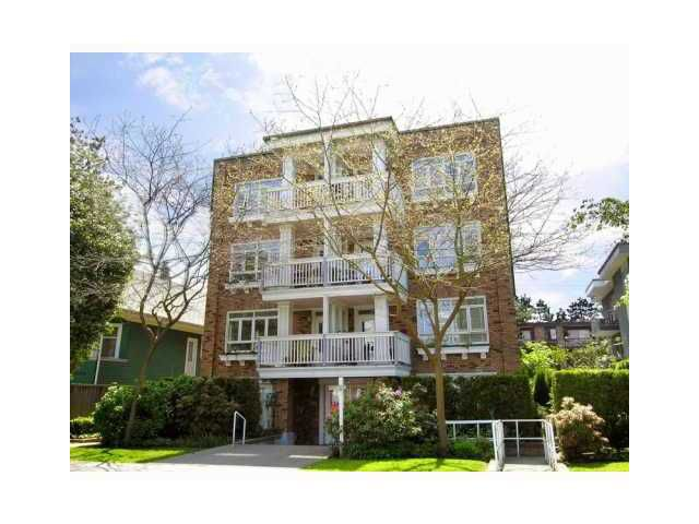 "Main Photo: 103 2036 YORK Avenue in Vancouver: Kitsilano Condo for sale in ""THE CHARLESTON"" (Vancouver West)  : MLS®# V849052"