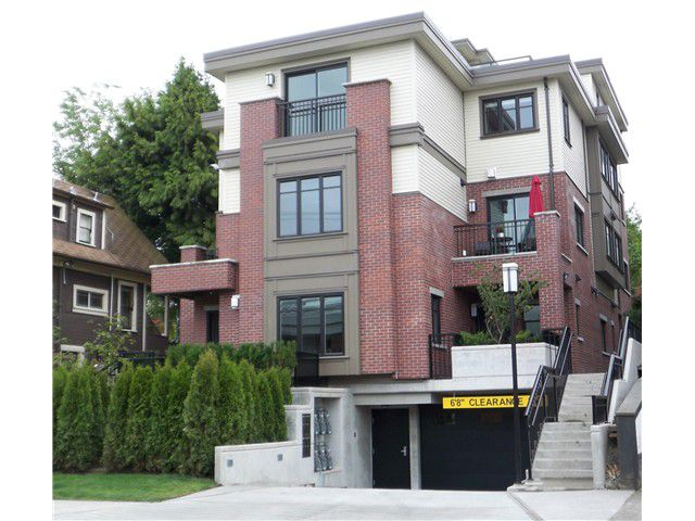 """Main Photo: 468 E 5TH Avenue in Vancouver: Mount Pleasant VE Townhouse for sale in """"468 FIFTH AVENUE"""" (Vancouver East)  : MLS®# V855401"""