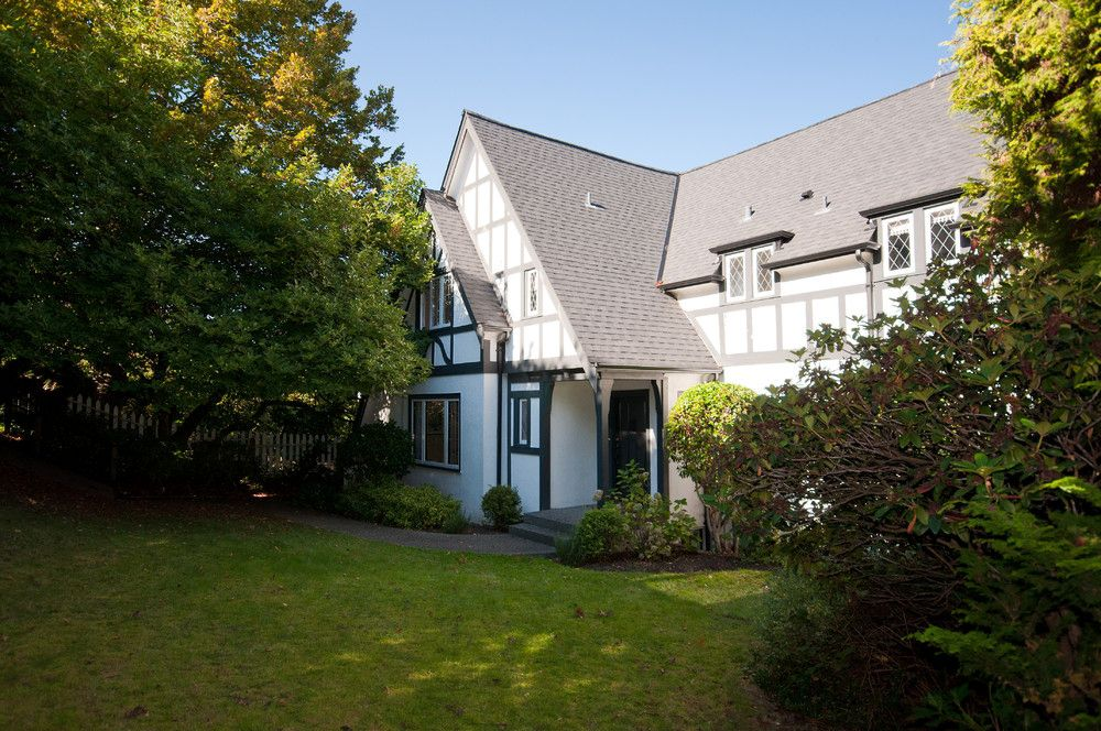 Photo 2: Photos: 2594 WALLACE Crescent in Vancouver: Point Grey House for sale (Vancouver West)  : MLS®# V853567