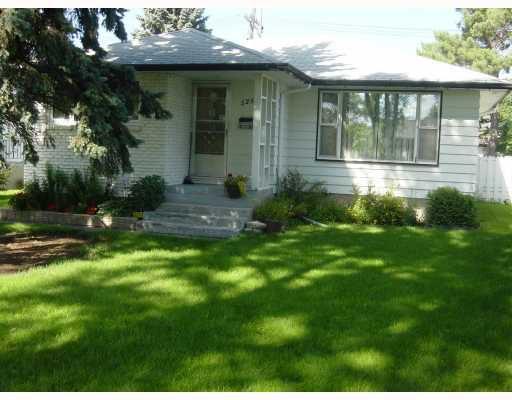 Main Photo: 525 CHELSEA Avenue in WINNIPEG: East Kildonan Residential for sale (North East Winnipeg)  : MLS®# 2916236