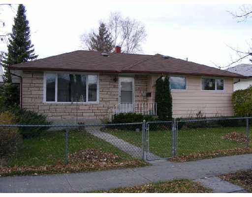 Main Photo: 804 CONSOL Avenue in WINNIPEG: East Kildonan Residential for sale (North East Winnipeg)  : MLS®# 2821411