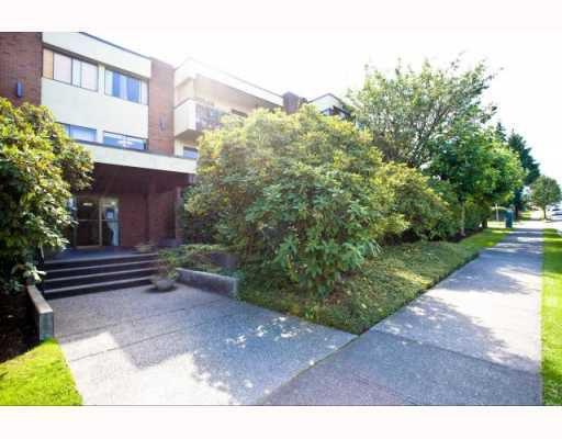 "Main Photo: 204 1420 E 7TH Avenue in Vancouver: Grandview VE Condo for sale in ""LANDMARK COURT"" (Vancouver East)  : MLS®# V787886"
