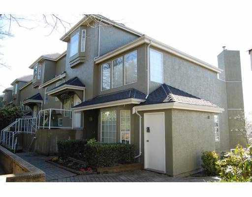 """Main Photo: 2341 QUAYSIDE Court in Vancouver: Fraserview VE Townhouse for sale in """"RIVERSIDE QUAY"""" (Vancouver East)  : MLS®# V759122"""