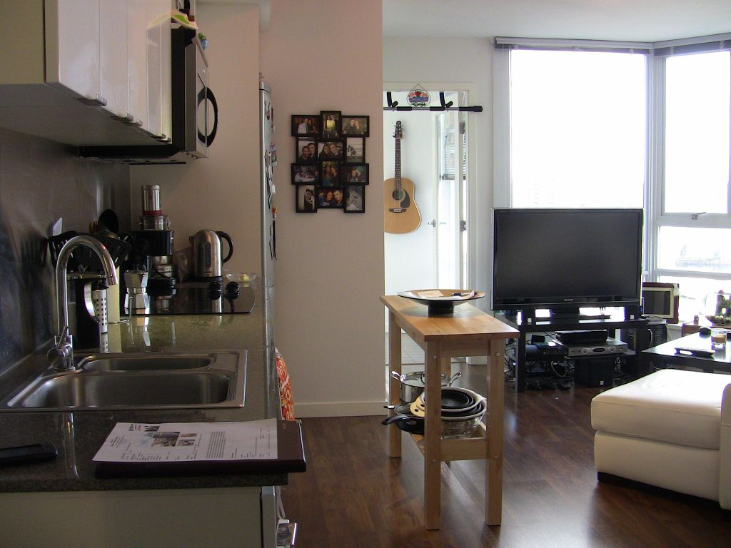 """Main Photo: 2202 788 HAMILTON Street in Vancouver: Downtown VW Condo for sale in """"TV TOWER I"""" (Vancouver West)  : MLS®# V825585"""