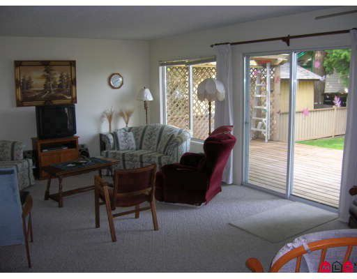 Photo 6: Photos: 19867 46A Avenue in Langley: Langley City House for sale : MLS®# F2905915