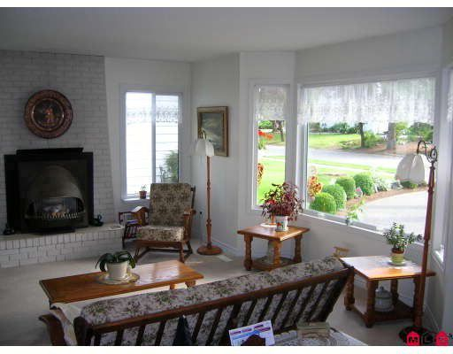 Photo 2: Photos: 19867 46A Avenue in Langley: Langley City House for sale : MLS®# F2905915
