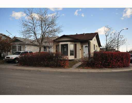 Main Photo: 52 MARTINDALE Crescent NE in CALGARY: Martindale Residential Detached Single Family for sale (Calgary)  : MLS®# C3353713