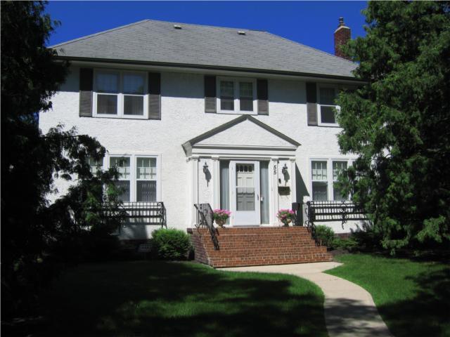 Main Photo: 55 Oak Street in WINNIPEG: River Heights / Tuxedo / Linden Woods Residential for sale (South Winnipeg)  : MLS®# 1014230