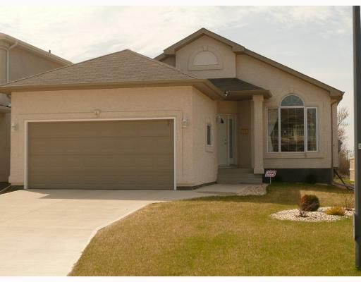 Main Photo: 4 THORN Drive in WINNIPEG: West Kildonan / Garden City Residential for sale (North West Winnipeg)  : MLS®# 2908733