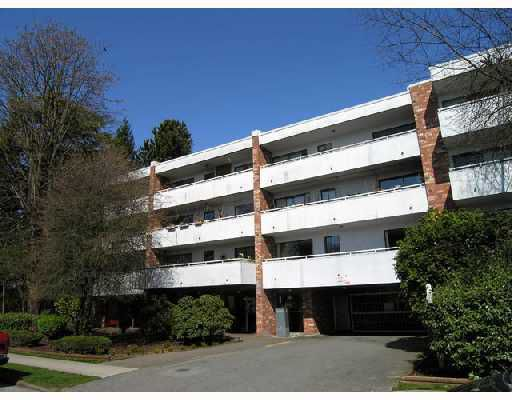"""Main Photo: 212 360 E 2ND Street in North_Vancouver: Lower Lonsdale Condo for sale in """"EMERALD MANOR"""" (North Vancouver)  : MLS®# V785243"""