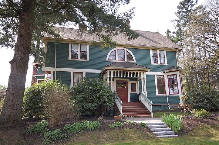 """Main Photo: 126 GRANVILLE Street in New Westminster: Queens Park House  in """"QUEENS PARK"""" : MLS®# V819929"""
