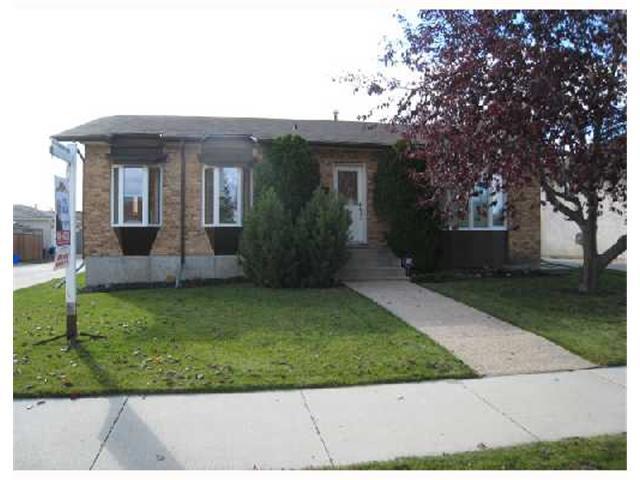 Main Photo: 884 BEECHER Avenue in WINNIPEG: West Kildonan / Garden City Residential for sale (North West Winnipeg)  : MLS®# 2820008