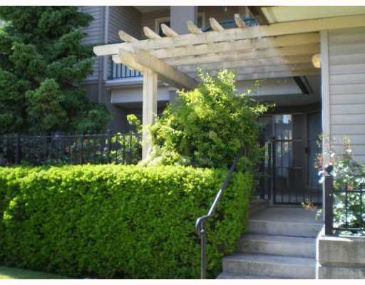 Main Photo: 104 211 12TH Street in New_Westminster: Uptown NW Condo for sale (New Westminster)  : MLS®# V768989