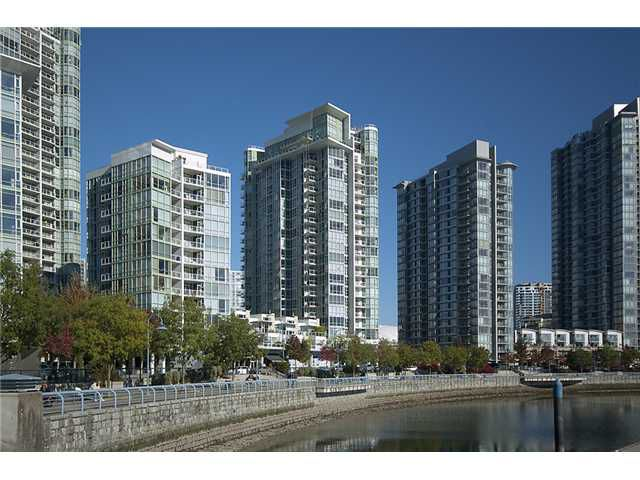 "Main Photo: 807 1077 MARINASIDE Crescent in Vancouver: False Creek North Condo for sale in ""MARINASIDE RESORT"" (Vancouver West)  : MLS®# V864685"