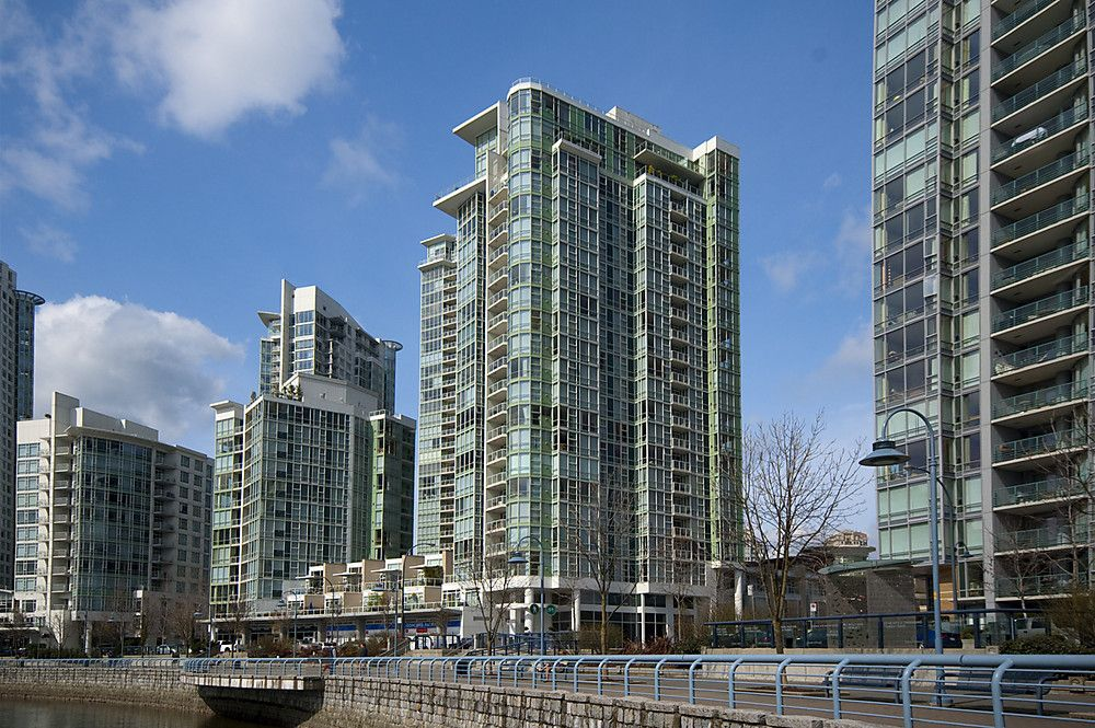 """Main Photo: 807 1077 MARINASIDE Crescent in Vancouver: False Creek North Condo for sale in """"MARINASIDE RESORT"""" (Vancouver West)  : MLS®# V864685"""