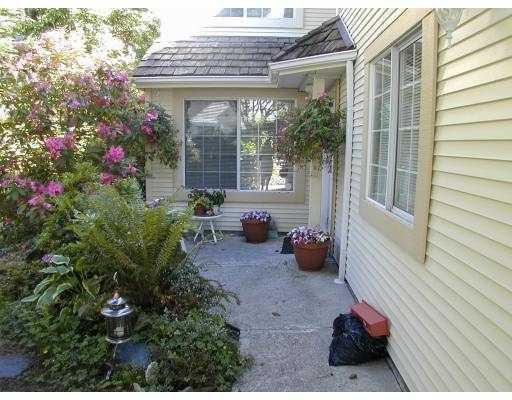 """Main Photo: 6 3939 INDIAN RIVER DR in North Vancouver: Indian River Townhouse for sale in """"HARTFORD LANE"""" : MLS®# V578976"""