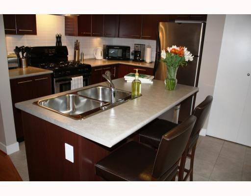 "Main Photo: 302 2525 BLENHEIM Street in Vancouver: Kitsilano Condo for sale in ""THE MACK"" (Vancouver West)  : MLS®# V770028"