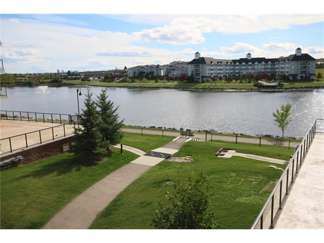 Main Photo: 206 120 COUNTRY VILLAGE Circle NE in Calgary: Country Hills Village Condo for sale : MLS®# C4028039