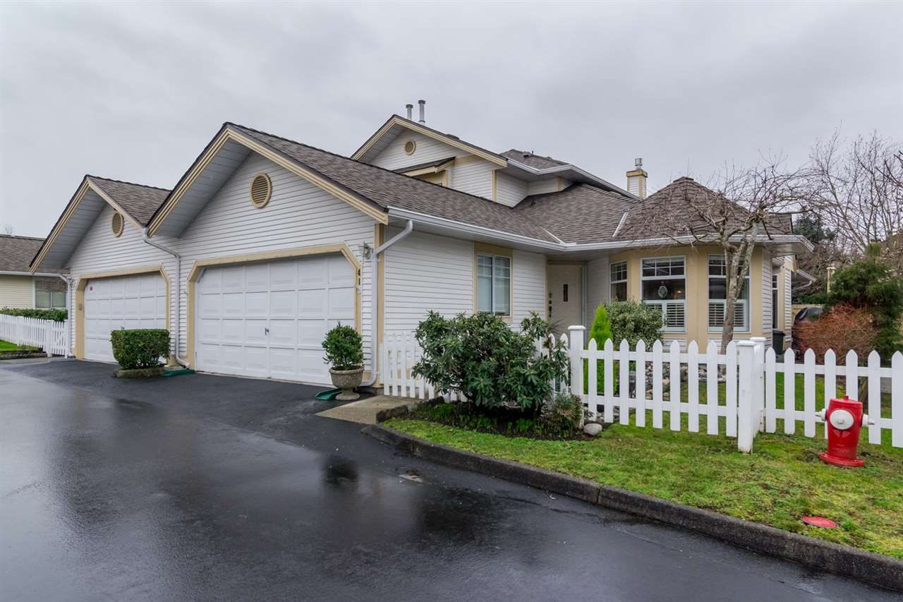 """Main Photo: 41 21138 88 Avenue in Langley: Walnut Grove Townhouse for sale in """"SPENCER GREEN"""" : MLS®# R2032543"""
